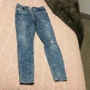 Awesome acid wash high-waisted jeans!